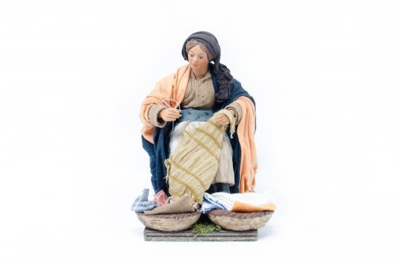 Donna che cuce - Movimento - 24 cm