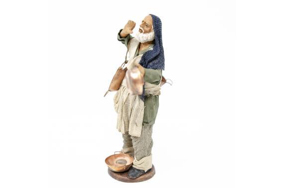 Uomo con Pentole di Rame - Fisse Vestite - 12 cm