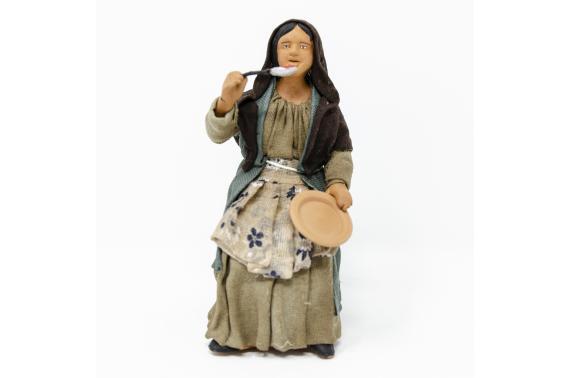 Donna con Piatto per Tavolata - Fisse Vestite - 16 cm