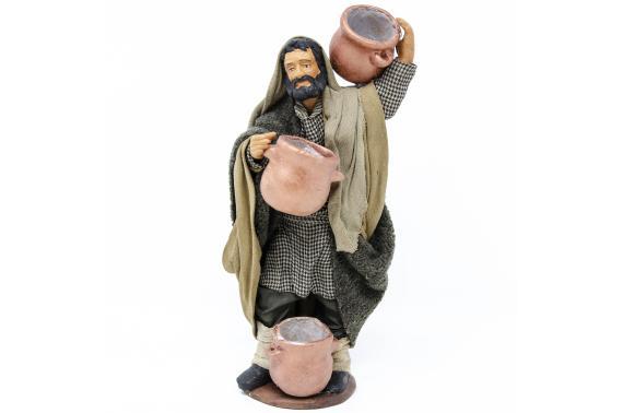 Uomo con Pentole in Spalla e in Mano - Fisse Vestite - 16 cm