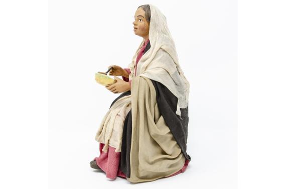 Donna con Piatto per Tavolata - Fisse Vestite - 20 cm