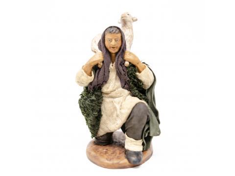 Uomo in Ginocchio con Pecora in Spalla - Fisse Vestite - 12 cm